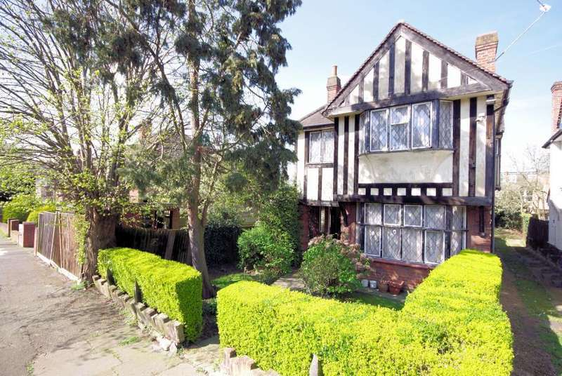4 Bedrooms Detached House for sale in HOLLY PARK GARDENS, FINCHLEY, N3