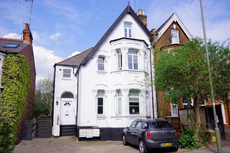 1 Bedroom Flat for sale in DOLLIS ROAD, FINCHLEY, N3