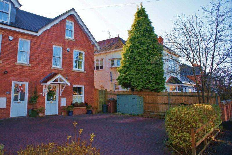 4 Bedrooms House for sale in Wargrave, Berkshire.