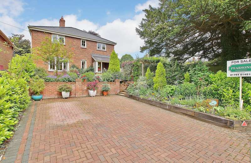 3 Bedrooms Detached House for sale in AMPFIELD