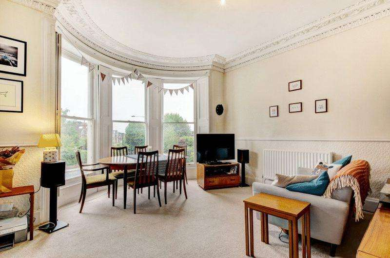 2 Bedrooms Maisonette Flat for sale in Redland Road, Redland