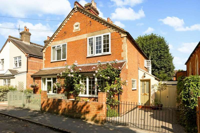 3 Bedrooms Semi Detached House for sale in The Terrace, Sunninghill