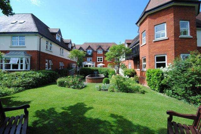 2 Bedrooms Flat for sale in The Ambassador, London Road, Sunningdale