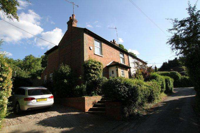 3 Bedrooms Semi Detached House for sale in Popes Lane, COOKHAM DEAN, SL6