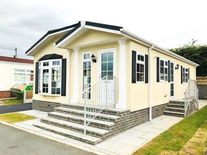 2 Bedrooms Mobile Home for sale in Weavervale Park, Warrington Road, Bartington, Northwich