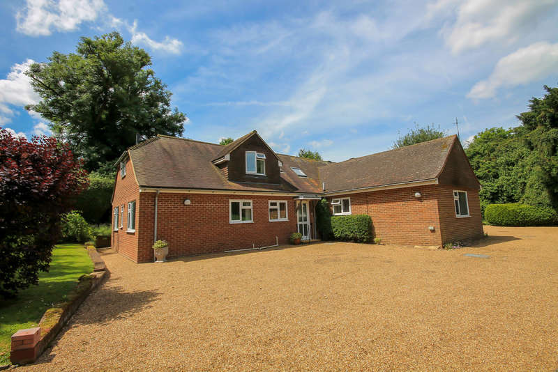 5 Bedrooms Detached House for sale in High Street, Hartfield