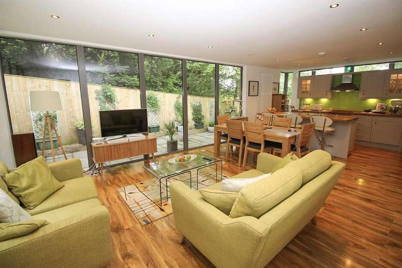 3 Bedrooms Detached Bungalow for sale in East Park Road, Low Fell, Gateshead