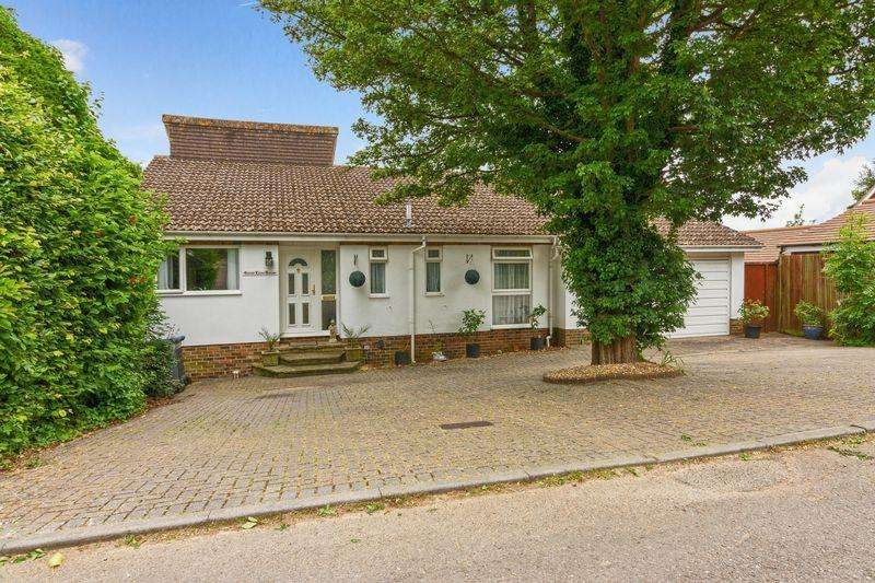 5 Bedrooms Detached House for sale in Gorse Lane, Worthing