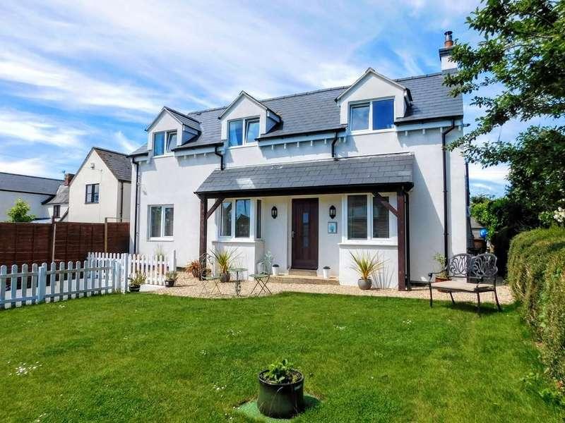 3 Bedrooms Detached House for sale in St. Margarets Road, Alderton