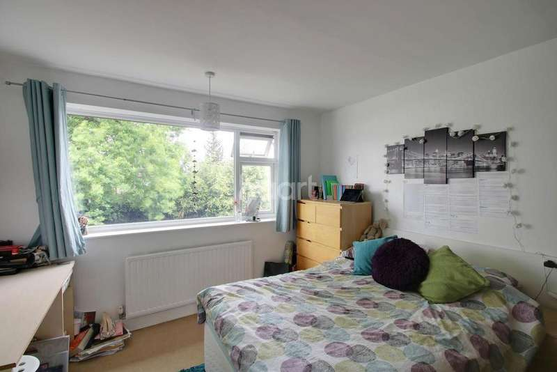 3 Bedrooms Semi Detached House for sale in Bradgate Road, Loughborough