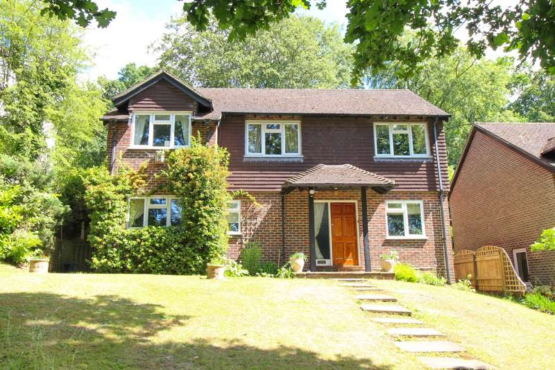 4 Bedrooms Detached House for sale in Widmore Lane, Sonning Common, RG4