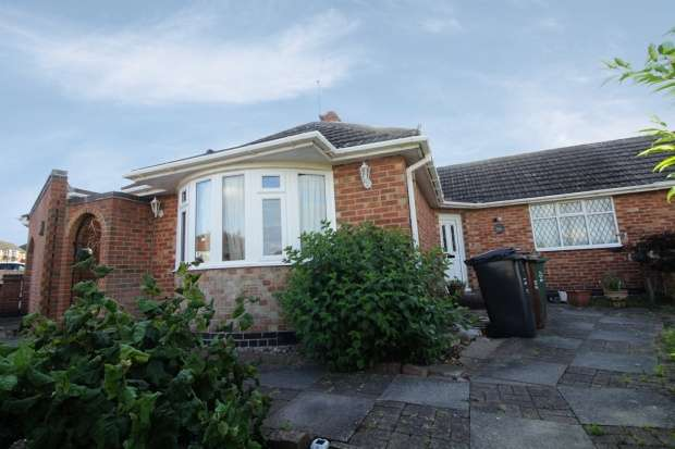 2 Bedrooms Bungalow for sale in Atherstone Road, Loughborough, Leicestershire, LE11 2SH