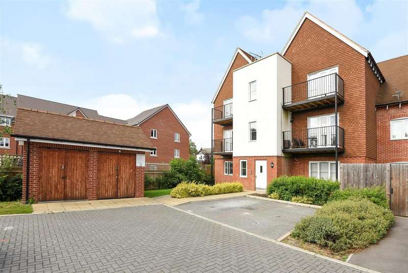 2 Bedrooms Apartment Flat for sale in Outfield Crescent, Wokingham, Berkshire RG40 2ET