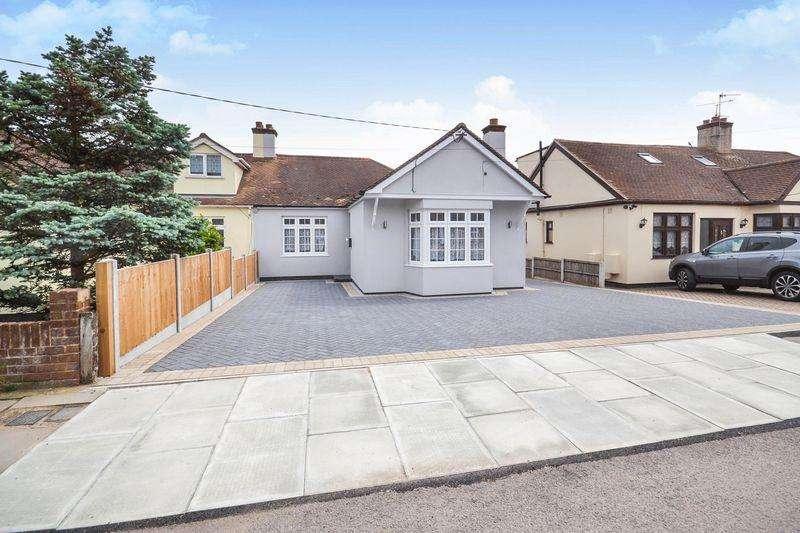 3 Bedrooms Semi Detached Bungalow for sale in Giffords Cross Road, Corringham
