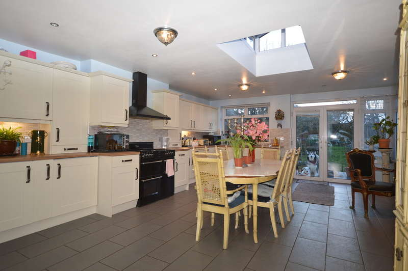4 Bedrooms Detached Bungalow for sale in St. Annes Road, South Shore