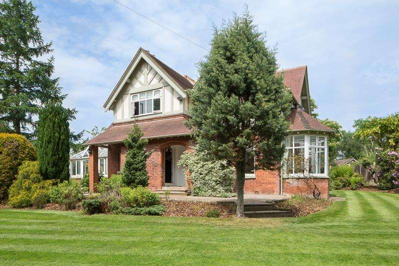 5 Bedrooms Detached House for sale in Chatsworth Road, Worsley, Manchester