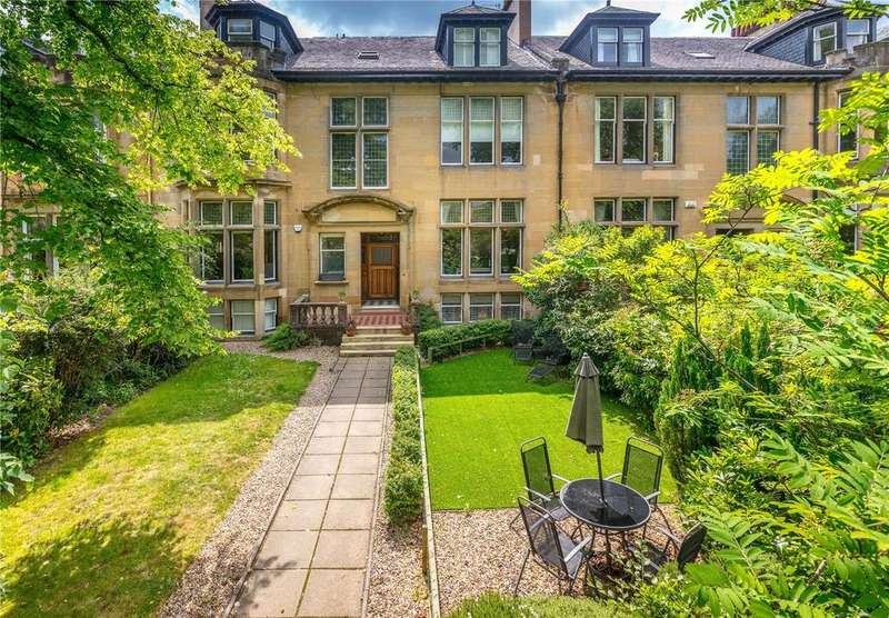 4 Bedrooms Flat for sale in Cleveden Drive, Glasgow, G12
