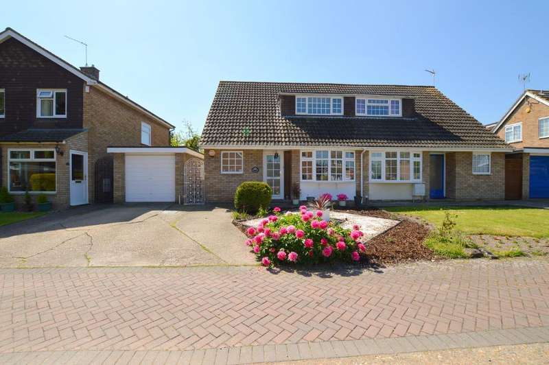 3 Bedrooms Semi Detached House for sale in Grays Close, Barton le Clay, MK45 4PH