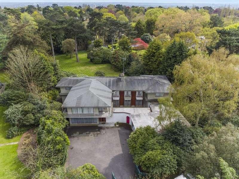 7 Bedrooms Detached House for sale in Warren Park, Coombe