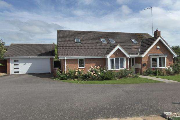 4 Bedrooms Detached House for sale in Brookend, Wootton, Northampton, NN4