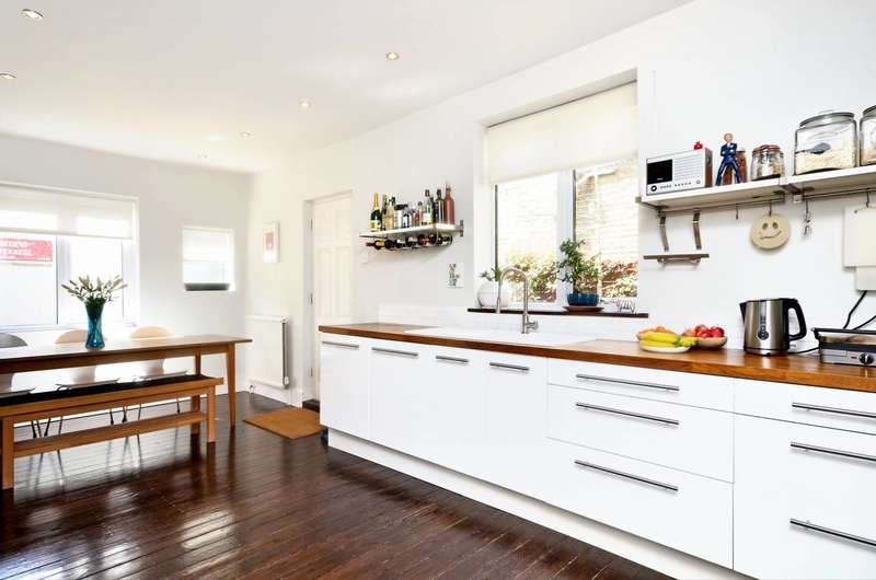 3 Bedrooms House for sale in Princess May Road, Stoke Newington, N16