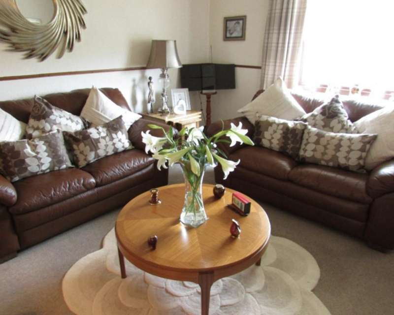 3 Bedrooms Flat for sale in Jean Armour Drive, Mauchline KA5