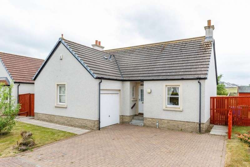 3 Bedrooms Detached Bungalow for sale in 23 Castle Square, Doonfoot, Ayr, KA7 4JN