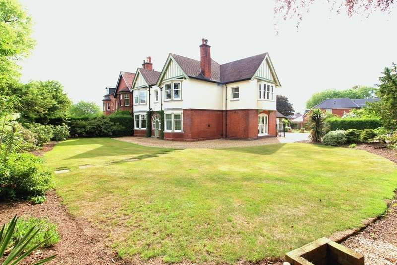5 Bedrooms Semi Detached House for sale in Oulton Road, Stone, ST15