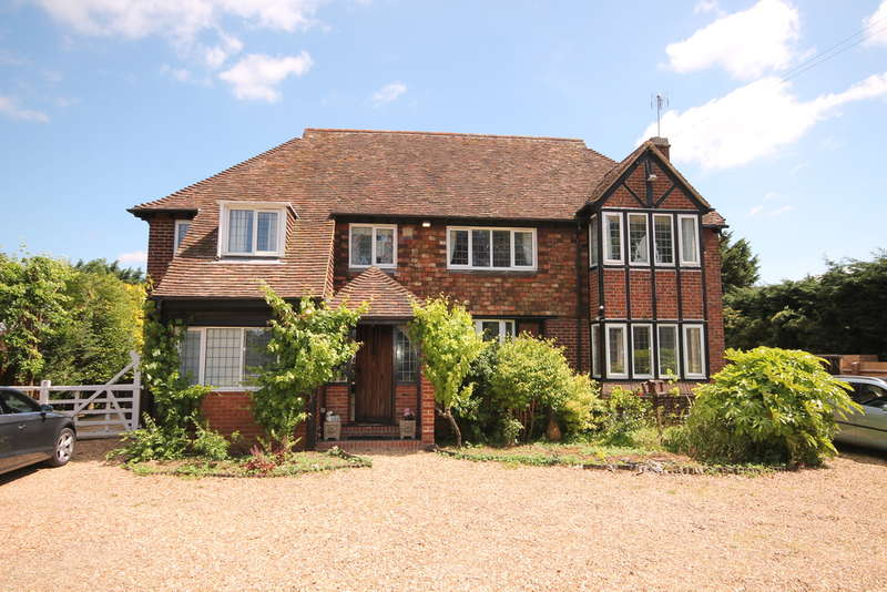 4 Bedrooms Detached House for sale in Bromham Road, Bedford, MK40
