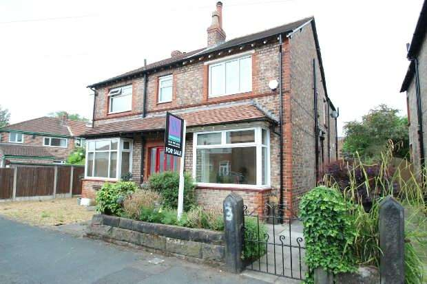 3 Bedrooms Semi Detached House for sale in Cleveland Road, Hale