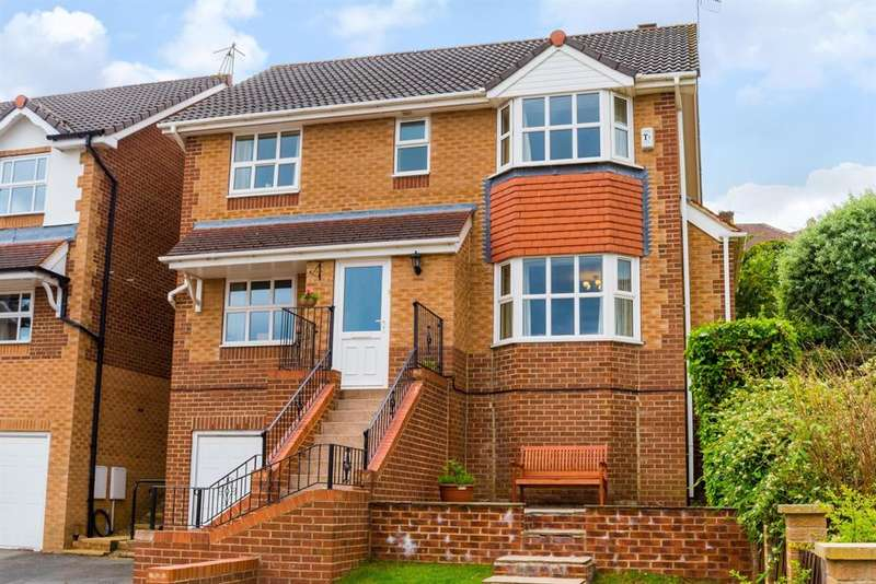 4 Bedrooms Detached House for sale in Moorland View, Rodley, LS13