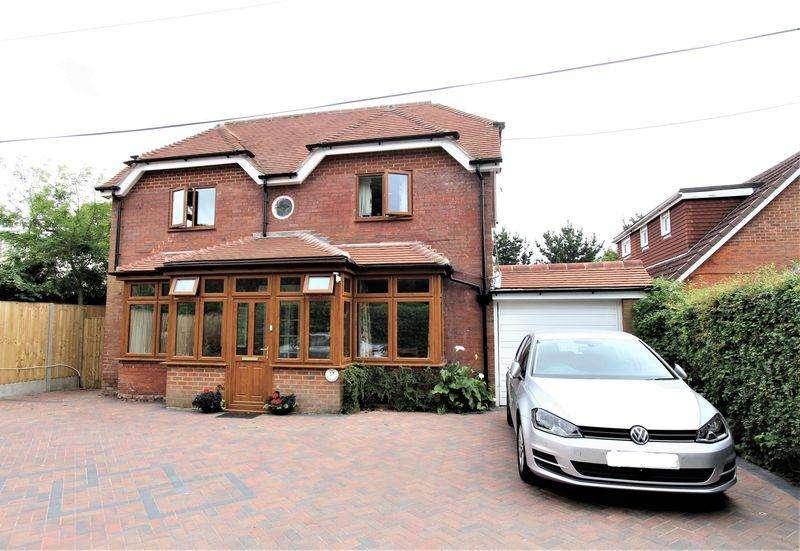 3 Bedrooms Detached House for sale in Burnetts Lane, Horton Heath
