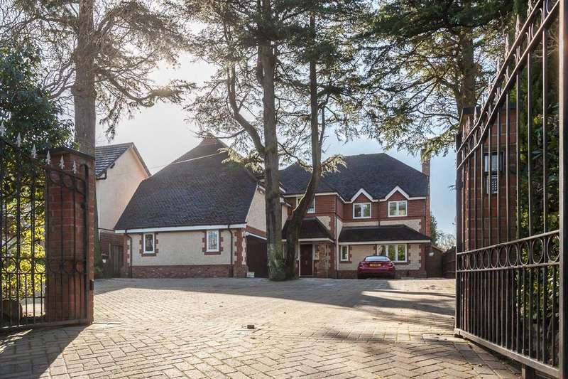 5 Bedrooms Detached House for sale in Carrwood Road, Bramhall,