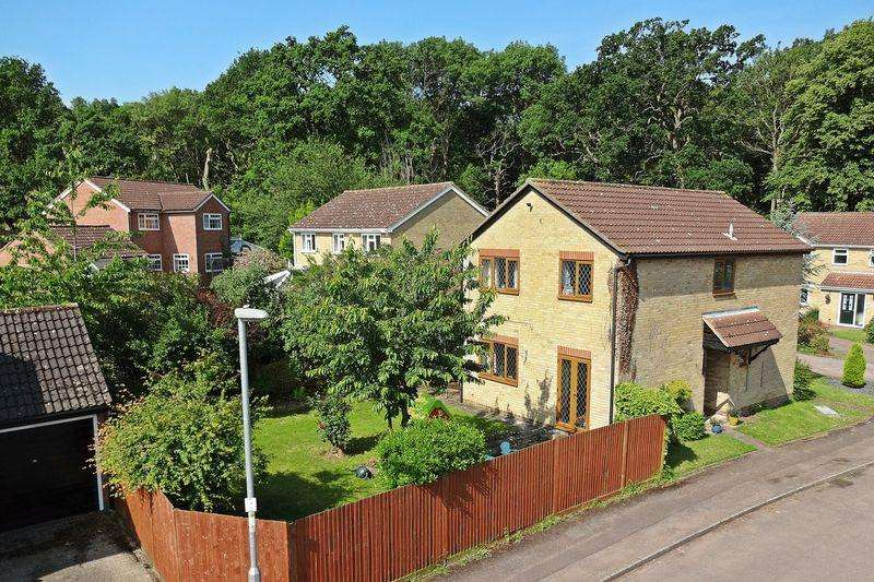 4 Bedrooms Detached House for sale in Mendip Close, Flitwick