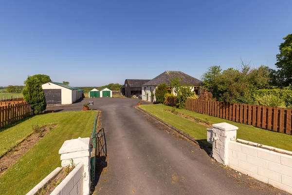 2 Bedrooms Detached House for sale in Woodlands Farm, Barskimming Road, Mauchline, East Ayrshire, KA5