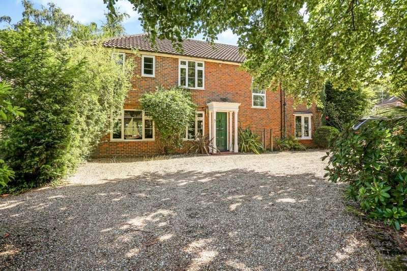 4 Bedrooms Detached House for sale in Llanvair Close, Ascot