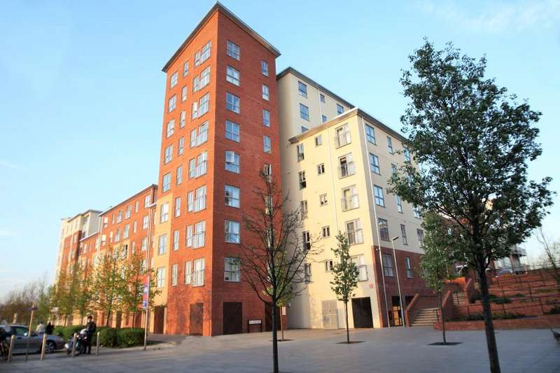 3 Bedrooms Flat for sale in Lansdowne House, Moulsford Mews, Reading, Berkshire, RG30