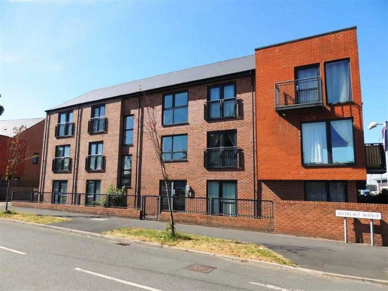 2 Bedrooms Flat for sale in 2 Silverlace Avenue, Openshaw, Manchester