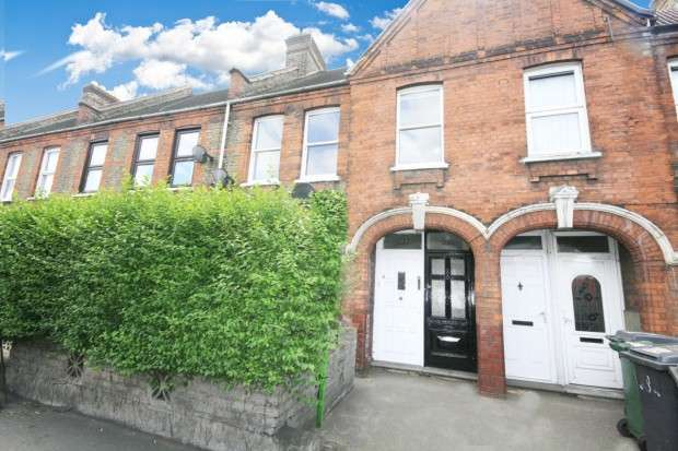 2 Bedrooms Maisonette Flat for sale in Markhouse Road, London, E17