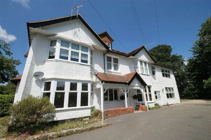 2 Bedrooms Flat for sale in Kings Avenue, Lower Parkstone, Poole, Dorset, BH14