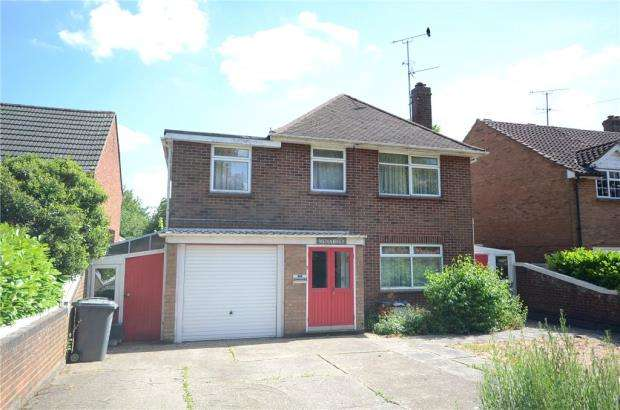 4 Bedrooms Detached House for sale in Queen Mary Avenue, Basingstoke, Hampshire