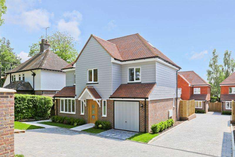 4 Bedrooms Detached House for sale in Hempstead Road, Uckfield