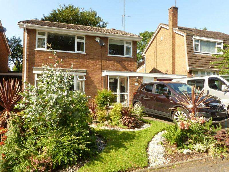 3 Bedrooms Detached House for sale in Glen Close, Walsall