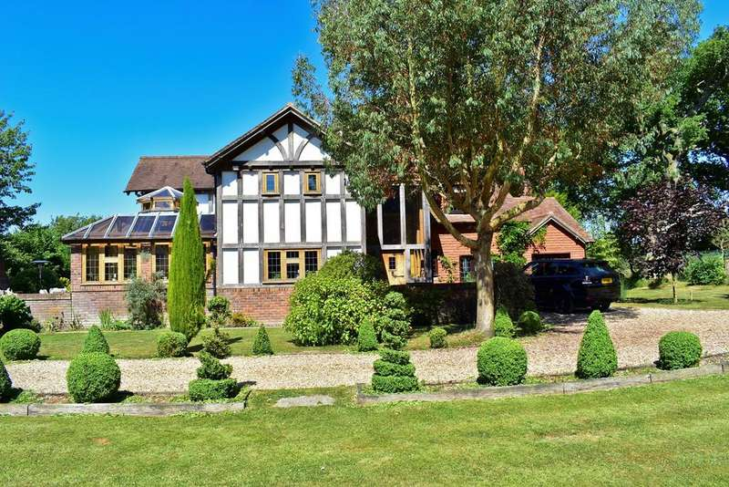 4 Bedrooms Equestrian Facility Character Property for sale in Tiptoe Road, Wootton, BH25