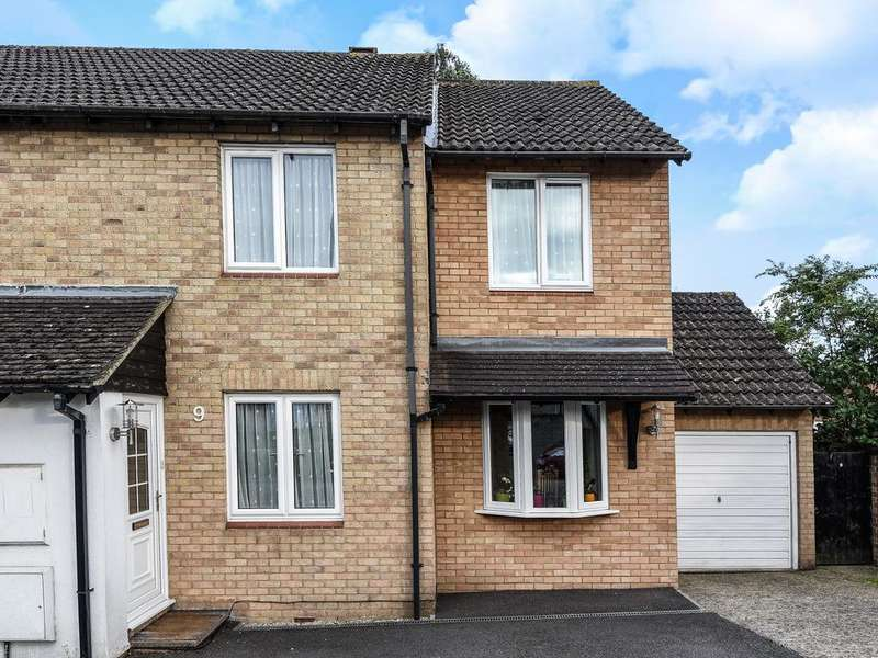 3 Bedrooms Semi Detached House for sale in Derrick Close, Calcot, Reading, RG31
