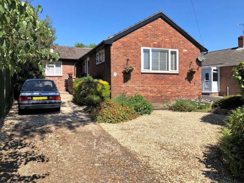 3 Bedrooms Detached Bungalow for sale in Moorside Road, Kinson, BOURNEMOUTH