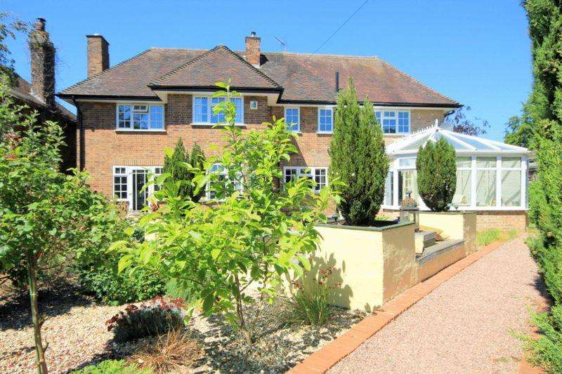 4 Bedrooms Detached House for sale in St Johns Road, Rowley Park, Stafford
