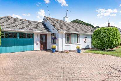 3 Bedrooms Bungalow for sale in Camborne, Cornwall, .