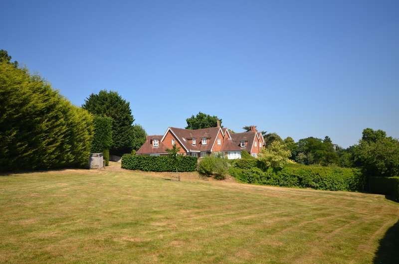 5 Bedrooms Detached House for sale in Normandy
