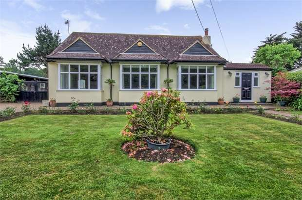 3 Bedrooms Detached Bungalow for sale in Bells Hill Road, Vange, Basildon, Essex